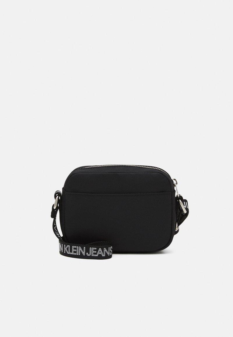 Calvin Klein Jeans - LOGO CROSS BODY BAG - Taška spříčným popruhem - black