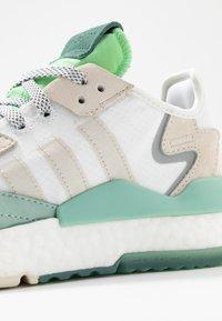 adidas Originals - NITE JOGGER  - Zapatillas - footwear white/alumin - 2