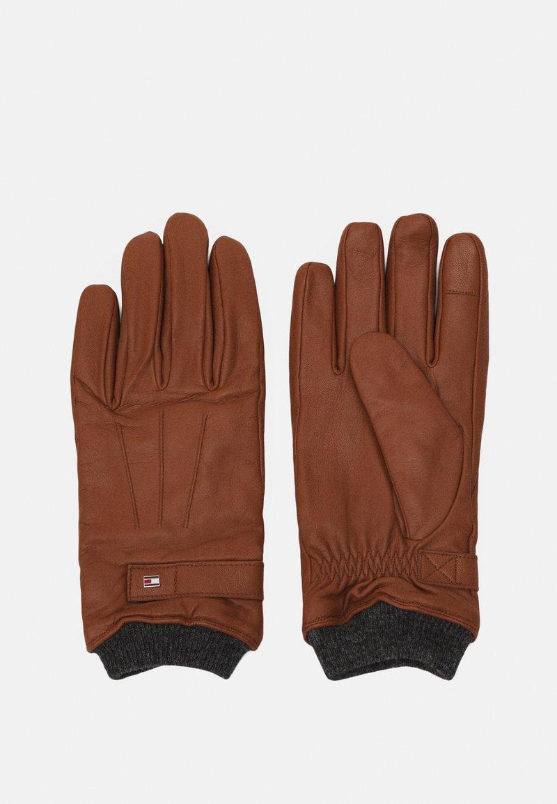 Tommy Hilfiger - ELEVATED FLAG GLOVES - Gloves - cognac
