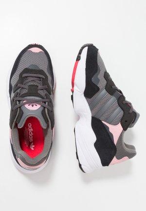 YUNG-96 - Sneaker low - grey four/grey five/light pink