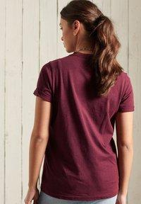 Superdry - GLITTER SPARKLE - Print T-shirt - boston burgundy grit - 1