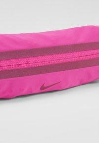 Nike Performance - SLIM WAISTPACK UNISEX - Rumpetaske - fire pink/black/fire pink - 2