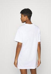 Nike Sportswear - DRESS FUTURA - Vestido ligero - white - 2