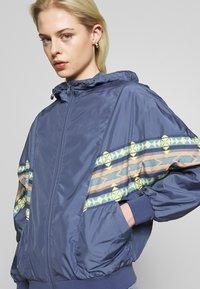 Urban Classics - LADIES INKA BATWING JACKET - Summer jacket - vintage blue - 3