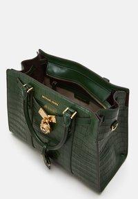 MICHAEL Michael Kors - SATCHEL - Handbag - moss - 2