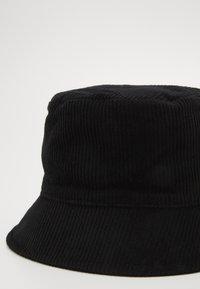 Pieces - PCJIOLA BUCKET HAT - Hat - black - 2