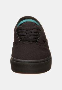 Vans - AUTHENTIC COMFYCUSH - Skate shoes - schwarz - 5