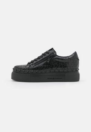 NANO - Sneakers laag - lava schwarz