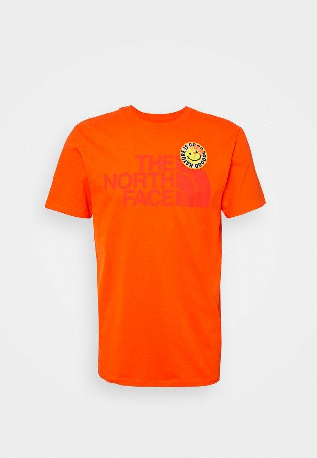 PATCHES TEE ASPHALT - T-shirt imprimé - flame