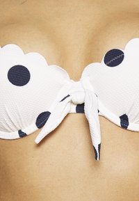 Hunkemöller - SCALLOP DOT - Bikini top - snow white - 3