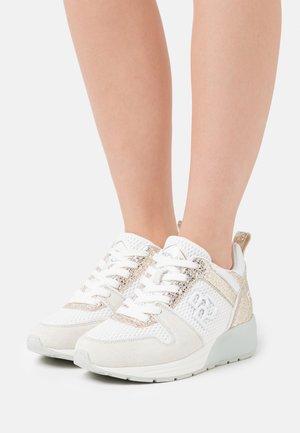 HENLEY - Trainers - white/platin