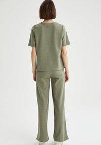 DeFacto - Trousers - khaki - 2