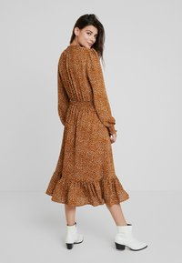 Louche - LOI -DOUBLESPOT - Day dress - mustard - 3
