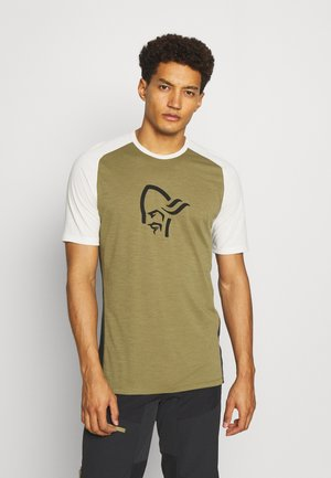 FJØRÅ - Print T-shirt - olive drab/caviar