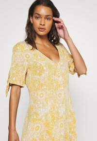 Rip Curl - GOLDEN DAYS FLORAL DRESS - Ranta-asusteet - yellow - 4