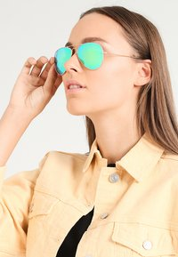 Ray-Ban - AVIATOR - Sunglasses - goldfarben/grün - 1