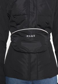 Missguided - SKI JACKET WITH MITTENS AND BUMBAG  - Winter jacket - black - 8