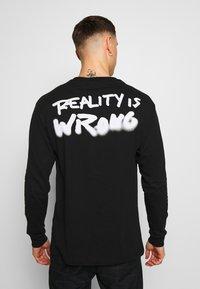 Chi Modu - REALITY - Top sdlouhým rukávem - black/white - 2
