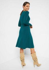 ORSAY - MIT GÜRTEL - Jumper dress - blaugrün - 2
