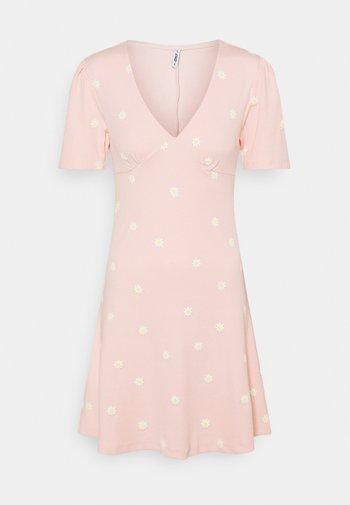 ONLFENJA LIFE DRESS - Jersey dress - strawberry cream
