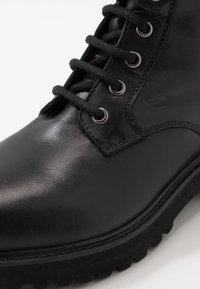 Blauer - IRVINE - Snørestøvletter - black - 2