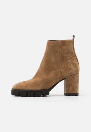 INDRA - Platform ankle boots - wood