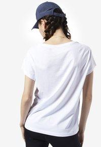 Reebok - GRAPHIC SERIES CAMO EASY TEE - Print T-shirt - white - 1