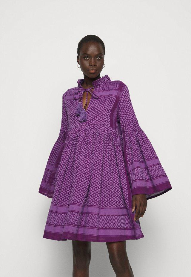SOUZARICA - Korte jurk - plum