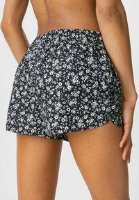 C&A - Shorts - black/white - 1