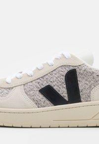 Veja - V-10 - Sneakers basse - snow/black - 5