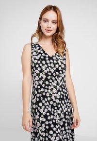 Wallis Petite - DAISY HANKY HEM DRESS - Maxi dress - black - 3