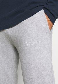 Good For Nothing - ESSENTIAL - Pantalon de survêtement - grey - 5