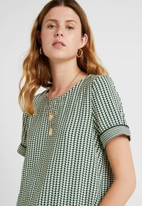 Vero Moda Tall - VMARIEL - Bluser - hedge green/ariel - 3