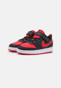 Nike Sportswear - COURT BOROUGH 2 UNISEX - Baskets basses - black/university red - 1