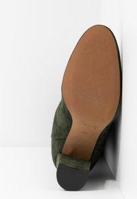 Bianca Di - Kozačky na vysokém podpatku - verde - 6