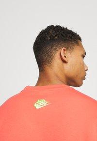 Nike Sportswear - Sweatshirt - magic ember - 4