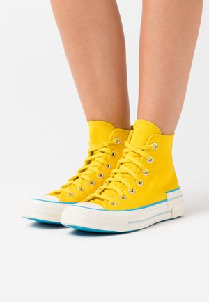 CHUCK 70 HACKED HEEL - Høye joggesko - speed yellow/sail blue/egret