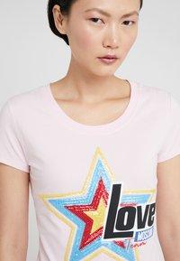 Love Moschino - Triko spotiskem - pink - 3