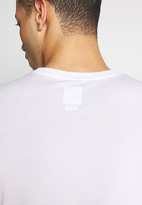 Oakley - BARK - T-Shirt print - white - 4