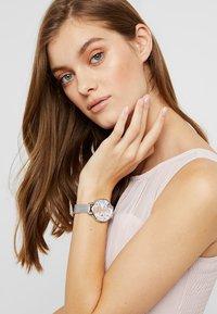 Olivia Burton - SUNLIGHT FLORALS - Watch - silver-coloured - 0