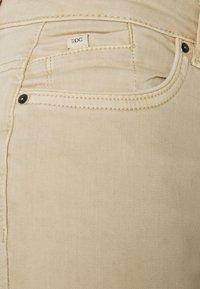 edc by Esprit - CAPRI - Szorty jeansowe - beige - 2