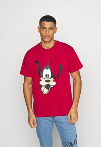 Levi's® - DISNEY MICKEY AND FRIENDS TEE - Print T-shirt - crimson - 0