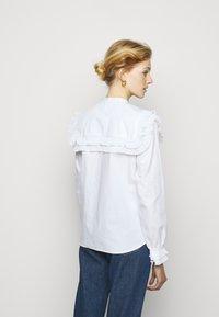 Bruuns Bazaar - POSY EDITOR - Button-down blouse - white - 2