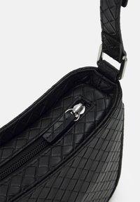 Monki - ODESSA BAG - Håndveske - black dark - 3