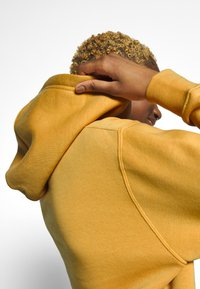 Nike Sportswear - W NSW HOODIE FLC TREND - Bluza z kapturem - yellow - 5