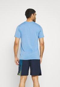 Nike Performance - TEE PRO - Print T-shirt - coast/obsidian - 2