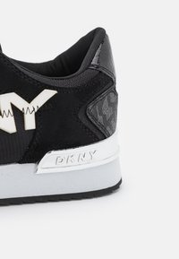 DKNY - MAREESA ZIP UP  - Trainers - black/white - 6