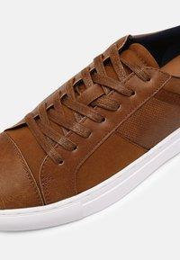 Call it Spring - VEGAN CONNER - Sneakers basse - cognac - 6