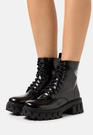 VEGAN BRIGHT SHADOW - Platform ankle boots - matte black