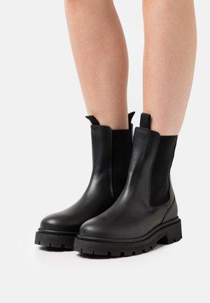 SLFEMMA MID SHAFT CHELSEA BOOT - Platform ankle boots - black